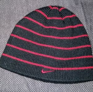 Nike- Youth Boys One-Size Black/Red Striped Beanie
